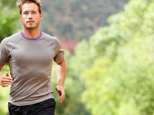 Come mantenere una buona salute degli uomini, con lo sport e supplementi